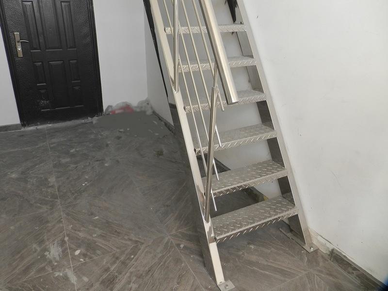 Лестница из нержавейки на мансарду