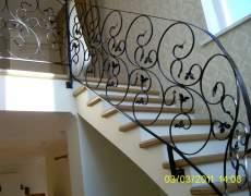 Кованное ограждение на лестнице