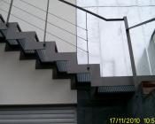Лестница со ступенчатым косоуром